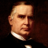 William McKinley nosil červený karafiát na klopě za všech okolností