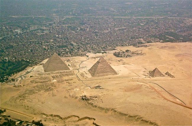 1884 vědecká konference pořádaná ve městě Philadelphia představoval papír, který potvrzuje teorie, že pyramidy byly vlastně kopce, které byly řez do pyramid.