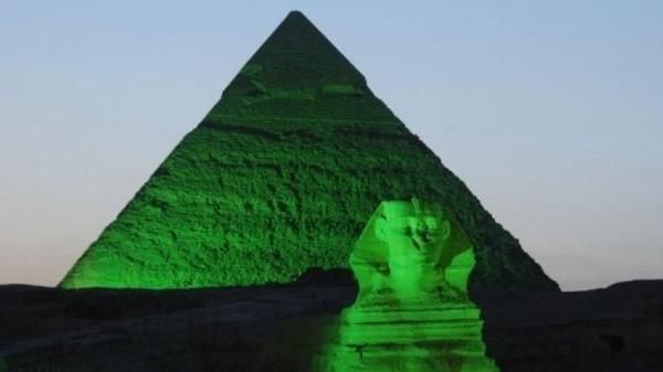 """Vůdce hnutí Svědeků Jehovových, Joseph T. """"soudce"""" Rutherford, napsal v roce 1928, že pyramidy byly postaveny Satanem"""