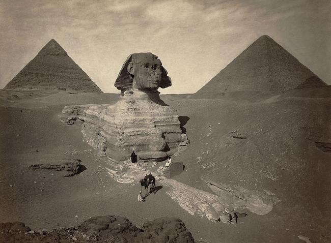 Charles Piazzi Smyth, astronom královského Skotska, vydal knihu v roce 1864 v které píše, že Velká pyramida představuje konec světa, který předpověděl, že se bude konat v roce 1881