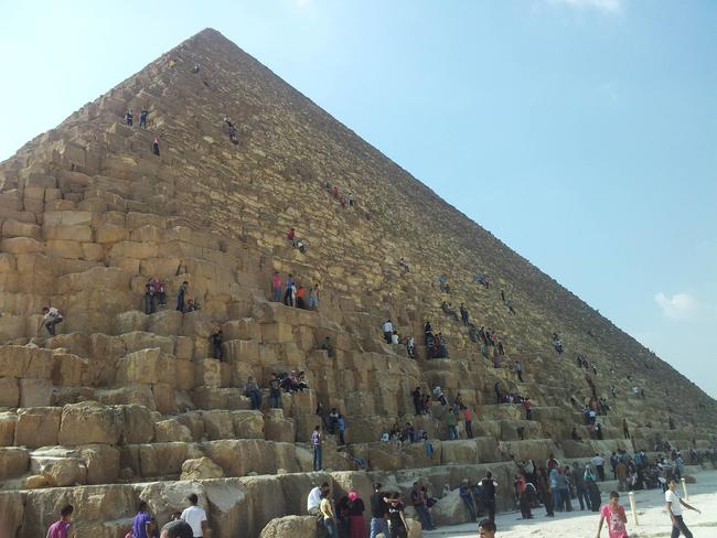 Středověcí Evropané věřili, že pyramidy byly postaveny pro skladování obilí, protože zmínky o sýpkách ve Starém zákoně jsou.